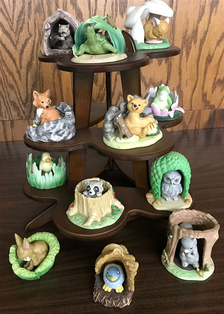 Woodland Creatures set - 12 Woodland Creatures figurines, each in their own habitat. Set comes with a multi-tier display.